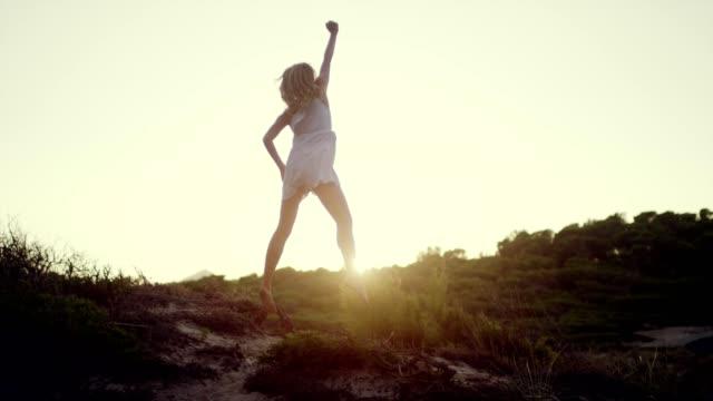 vídeos de stock e filmes b-roll de summertime happiness - liberdade
