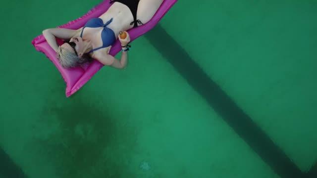 summertime - freibad stock-videos und b-roll-filmmaterial