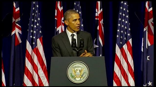 world leaders warn putin on ukraine via aptn barack obama on platform to deliver speech obama at podium school pupils listening in audience barack... - podio video stock e b–roll
