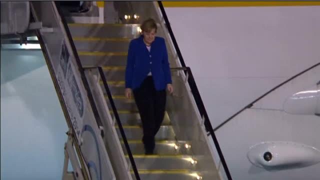 world leaders warn putin on ukraine via reuters australia brisbane welcoming party waiting on tarmac barack obama out of plane door and waving angela... - tarmac stock videos & royalty-free footage