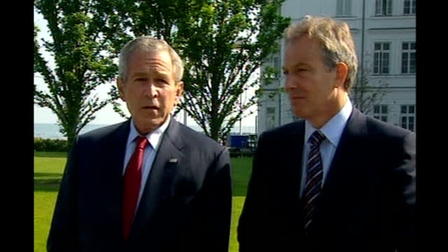 africa aid pledge criticised germany heiligendamm ext george w bush press conference standing alongside tony blair mp sot we did discuss darfur i'm... - g8 stock-videos und b-roll-filmmaterial