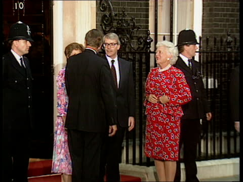 arrivals cf england london 10 downing street john major mp wife norma us pres george bush and wife barbara pose for photocall outside no 10 pull out - john major stock-videos und b-roll-filmmaterial