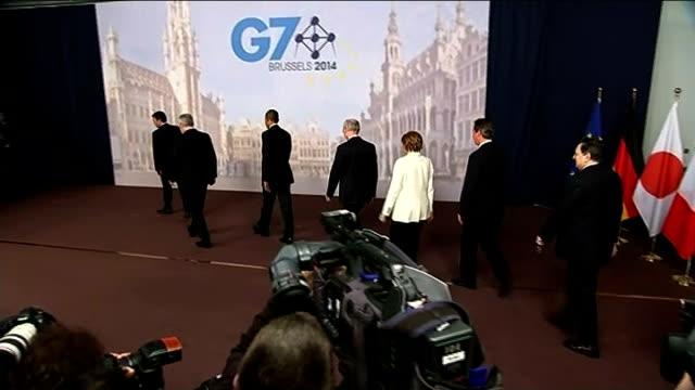 barack obama comments on eu referendum and scottish independence belgium brussels int various shots of italian president matteo renzi canadian prime... - g7サミット点の映像素材/bロール