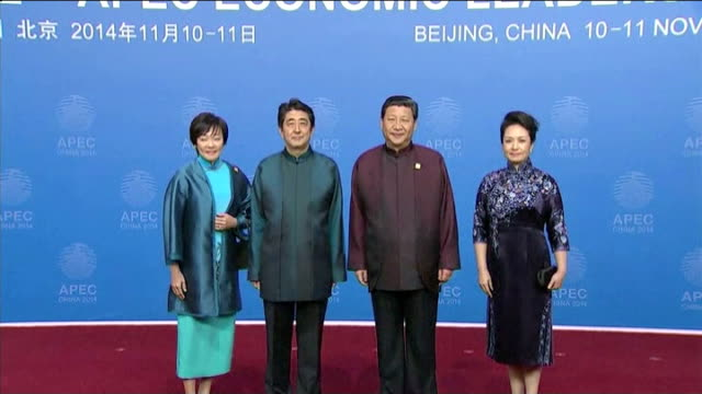 summit begins in beijing; int various of japanese prime minister shinzo abe and his wife akie abe greeted by president xi jinping and his wife peng... - prosperity stock videos & royalty-free footage