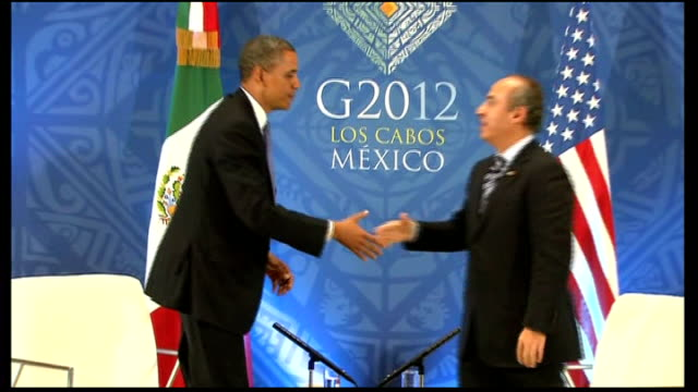 David Cameron comments INT Barack Obama stands up and shakes hands with Felipe Calderon