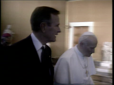 day 2; italy rome vatican city cms us pres george bush and pope john paul ii along and past pull out l-r rome tms british pm john major mp into pkf... - pope john paul ii stock videos & royalty-free footage