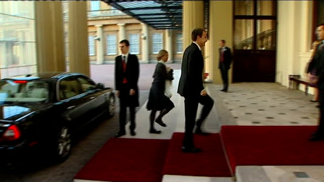 G20 dignitaries arriving at Buckingham Palace Cars arriving at Buckingham Palace / Spanish Prime Minister Jose Luis Rodriguez Zapatero and his wife...