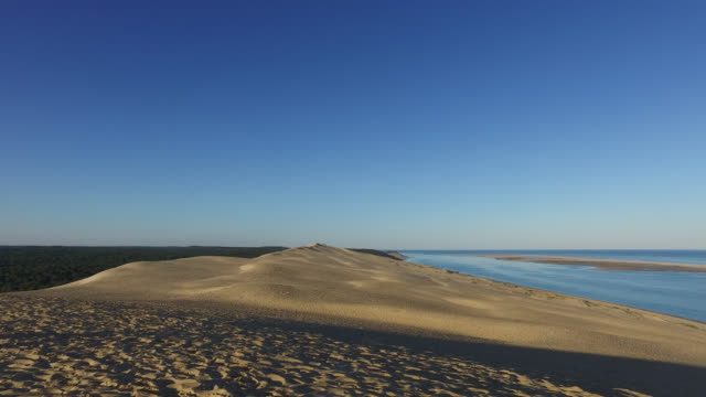 summit of the pyla dune, a summer morning - dune of pilat stock videos and b-roll footage