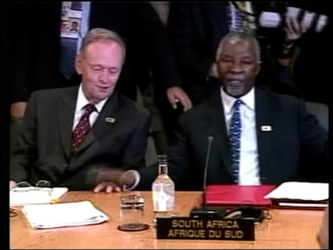 Situation in Africa POOL CANADA Alberta Kananaskis Jean Chretien and South African President Thabo Mbeki seated at talks BV UN Secretary General Kofi...