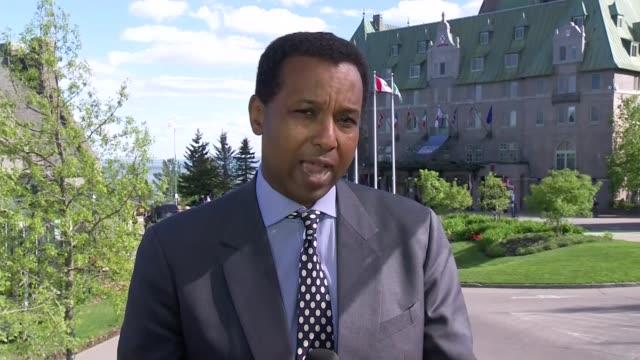 world leaders fail to resolve differences with donald trump on trade canada quebec charlevoix ext reporter to camera - ラゲ オマール点の映像素材/bロール