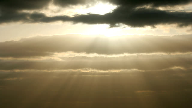 """sun and clouds, timelapse"" - aprile video stock e b–roll"