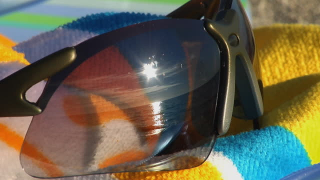cu, sun and sea reflected in sunglasses, florida, usa - oggetto creato dall'uomo video stock e b–roll