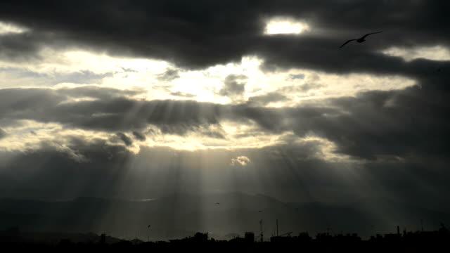 太陽の梁イズミル - 光線点の映像素材/bロール