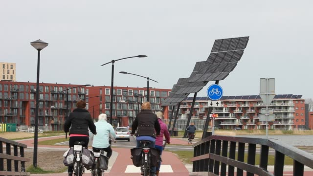 sun city a suberb of heerhugowaard in the netherlands that has develped as a solar hot spot, with the majority of the houses powered by solar panels... - オランダ点の映像素材/bロール