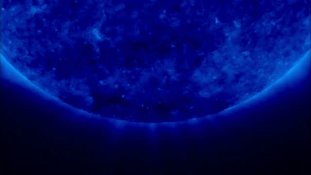 sun in extreme ultraviolet (euv), at 171 angstroms, taken by the stereo spacecraft - 放射線 個影片檔及 b 捲影像
