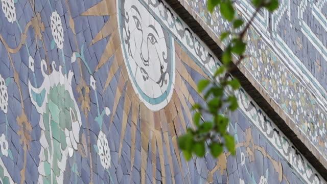 stockvideo's en b-roll-footage met sun mural on wall - vachtpatroon