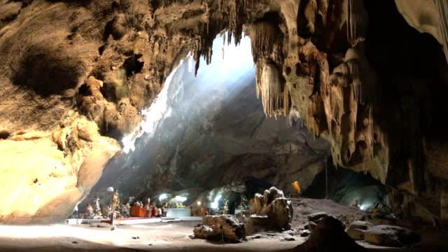 Sun Strahlen in Jompol Höhle, Thailand