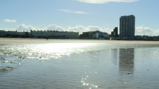 sun reflecting on the sea at uk fishing town - kent england bildbanksvideor och videomaterial från bakom kulisserna