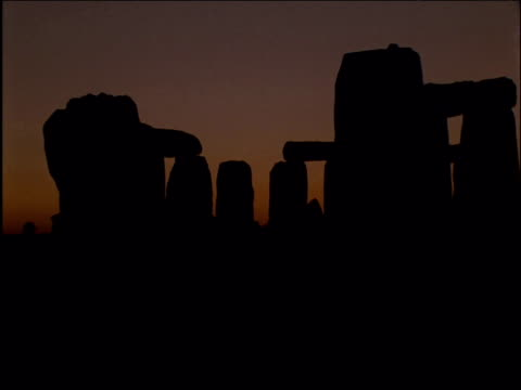 Sun rises over Stonehenge as crowds enjoy Summer solstice Wiltshire