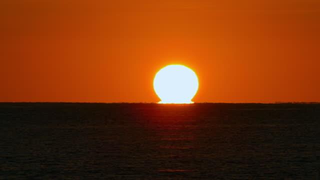 sun rising from horizon. - バレアレス点の映像素材/bロール