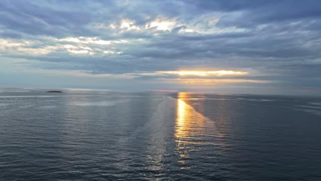 海上で空中の夕日 - ツレス点の映像素材/bロール