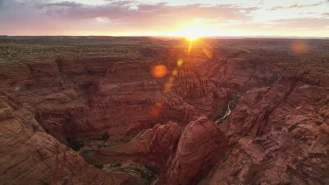 vídeos de stock e filmes b-roll de aerial sun setting in grand canyon, az - grand canyon