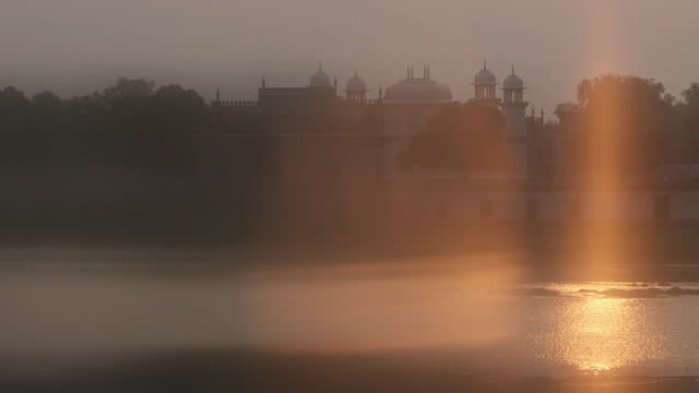 sun setting over mughal-era mausoleum, india - soft focus stock videos & royalty-free footage