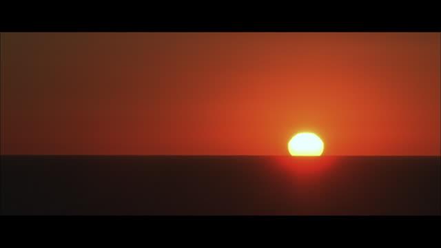 WS sun setting over ocean horizon