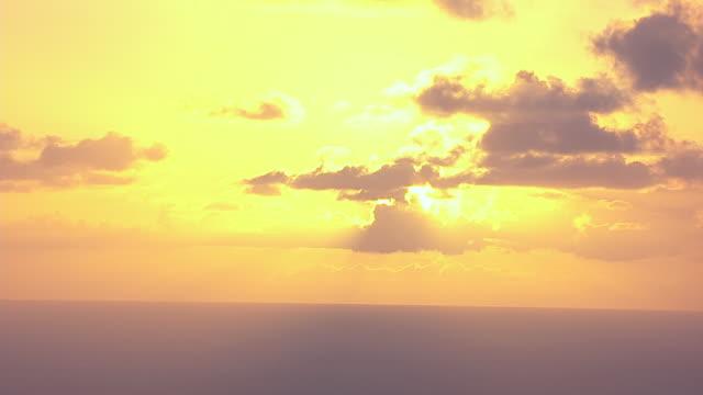 vídeos de stock e filmes b-roll de aerial sun setting over ocean / united states - formato letterbox