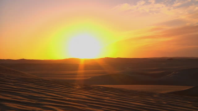 ws sun setting over sahara desert / cairo, egypt - dramatisk himmel bildbanksvideor och videomaterial från bakom kulisserna