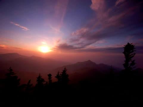 vídeos y material grabado en eventos de stock de t/l sun setting over valley in the shiga kogen mountains, japan - lozano