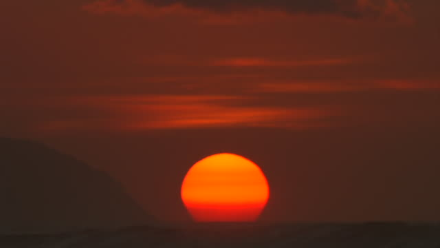 stockvideo's en b-roll-footage met ms sun setting with waves / haleiwa, hawaii, united states - oahu