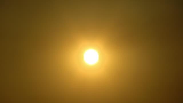 WS, LA, Sun shining against golden sky, Egypt