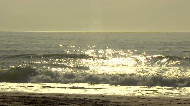 sun sparkling over water, costa del sol - horizont stock-videos und b-roll-filmmaterial