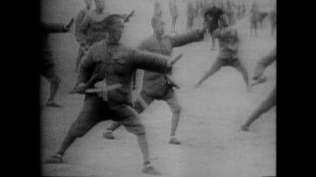 stockvideo's en b-roll-footage met cu sun yatsen followed by sun yatsen and his wife hurrying down steps as they leave america to head home for chinese revolution - koude oorlog