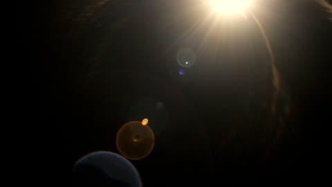 vídeos y material grabado en eventos de stock de efecto de película de rayos de sol sobre fondo negro - filtración de luz