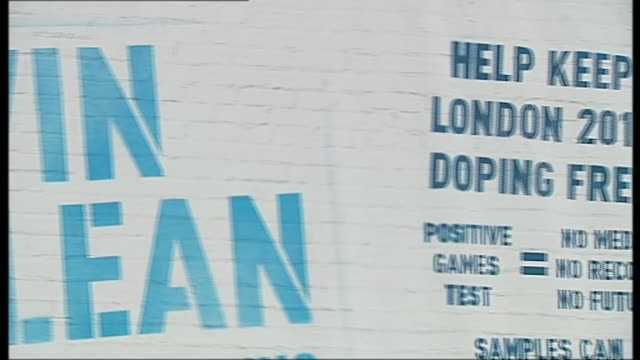 'sunday times' report on top athletes suspicious drugs tests r11101104 / trafalgar square ext 'win clean' 'help keep london 2012 doping free'... - itv weekend lunchtime news点の映像素材/bロール