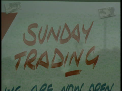 sunday trading cf tape no longer available england hants southampton ms shoppers from car pan rl and into bampq store cms bampq store tilt down... - sonntag stock-videos und b-roll-filmmaterial