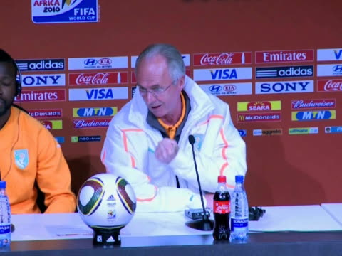 sunday's world cup clash despite having broken his arm but coach sven goran eriksson said he would be happy with a draw against the football... - fußballweltmeisterschaft 2010 stock-videos und b-roll-filmmaterial