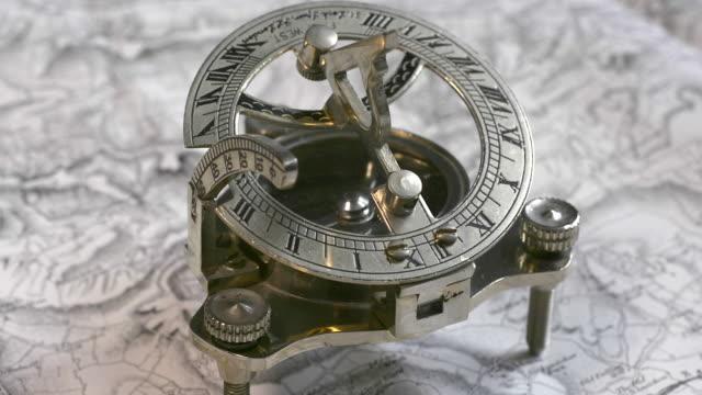 sundial compass. - romersk siffra bildbanksvideor och videomaterial från bakom kulisserna