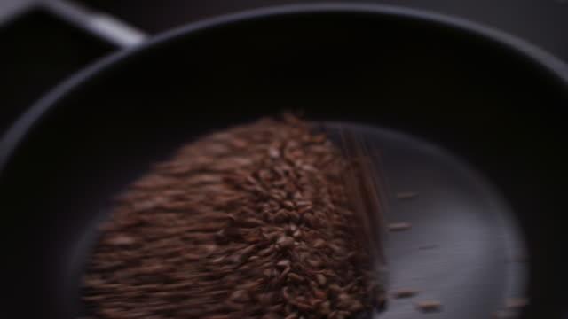 vídeos y material grabado en eventos de stock de sunflower seeds roasting in frying pan - cereal