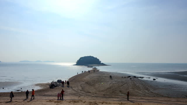 Sunjae Island(a tourist spot with a beautiful view) and People Close the Sea Road in Donggu, Incheon