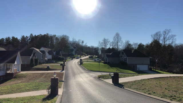 vídeos de stock e filmes b-roll de sunlight and home subdivisions in america - terreno