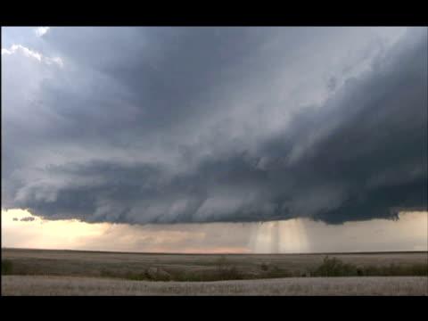 sunlight pierces large cloud of developing supercell thunderstorm over fields, scott city, kansas. - cumulonimbus stock videos & royalty-free footage