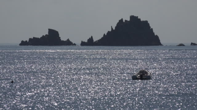 sunlight reflection and rock formation in sea - spiaggia stock videos & royalty-free footage
