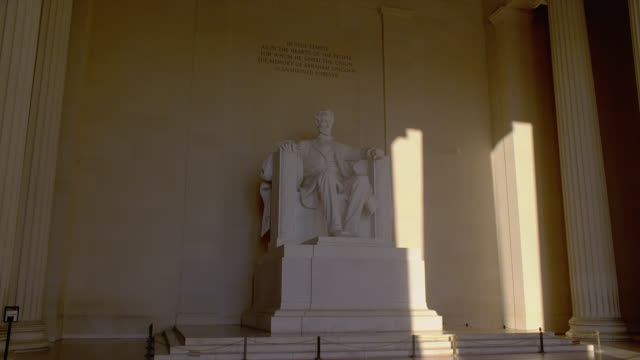sunlight shines on the walls of lincoln memorial in washington, d.c. - lincolndenkmal stock-videos und b-roll-filmmaterial