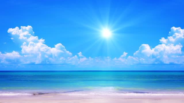 太陽が降り注ぐビーチます。 - horizon点の映像素材/bロール
