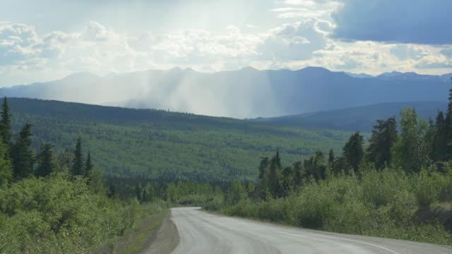 sunny clouds and mountain road - 山間道路点の映像素材/bロール