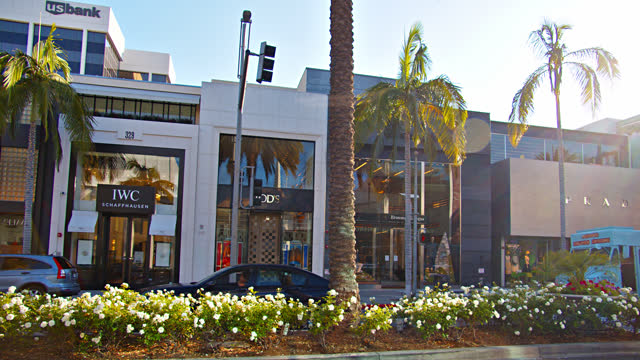 sunny rodeo drive. los angeles. shopping mall street - rodeo stock videos & royalty-free footage