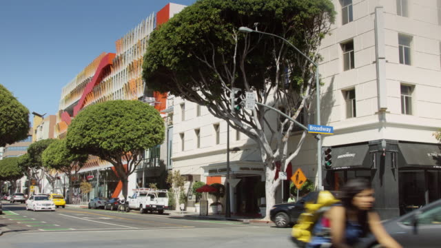 sunny street in downtown santa monica - santa monica street stock videos & royalty-free footage